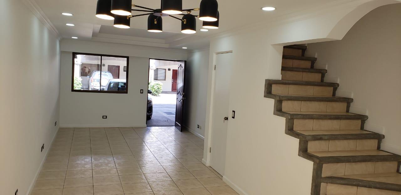 Alquiler de Apartamento en Trejos Montealegre, Escazú