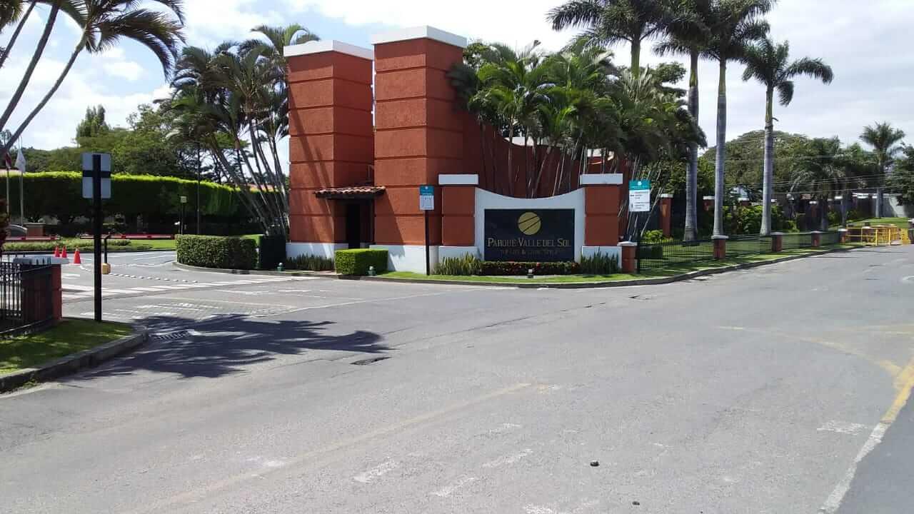 Venta de Exclusiva Casa en  Residencial Parque Valle Del Sol-Lindora-Santa Ana