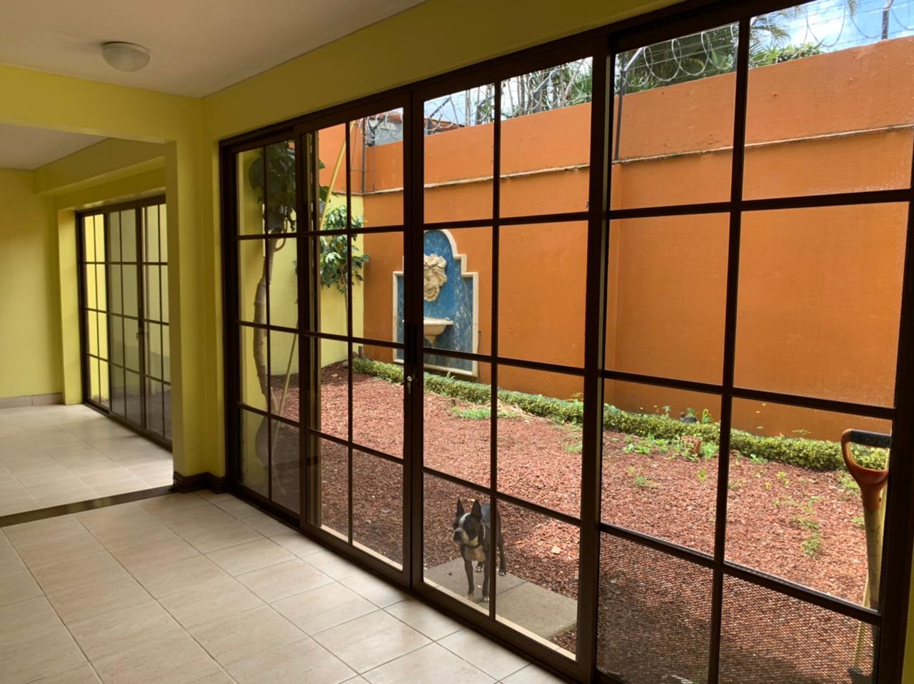 Venta de Casa Independiente de dos plantas en Trejos Montealegre, Escazú