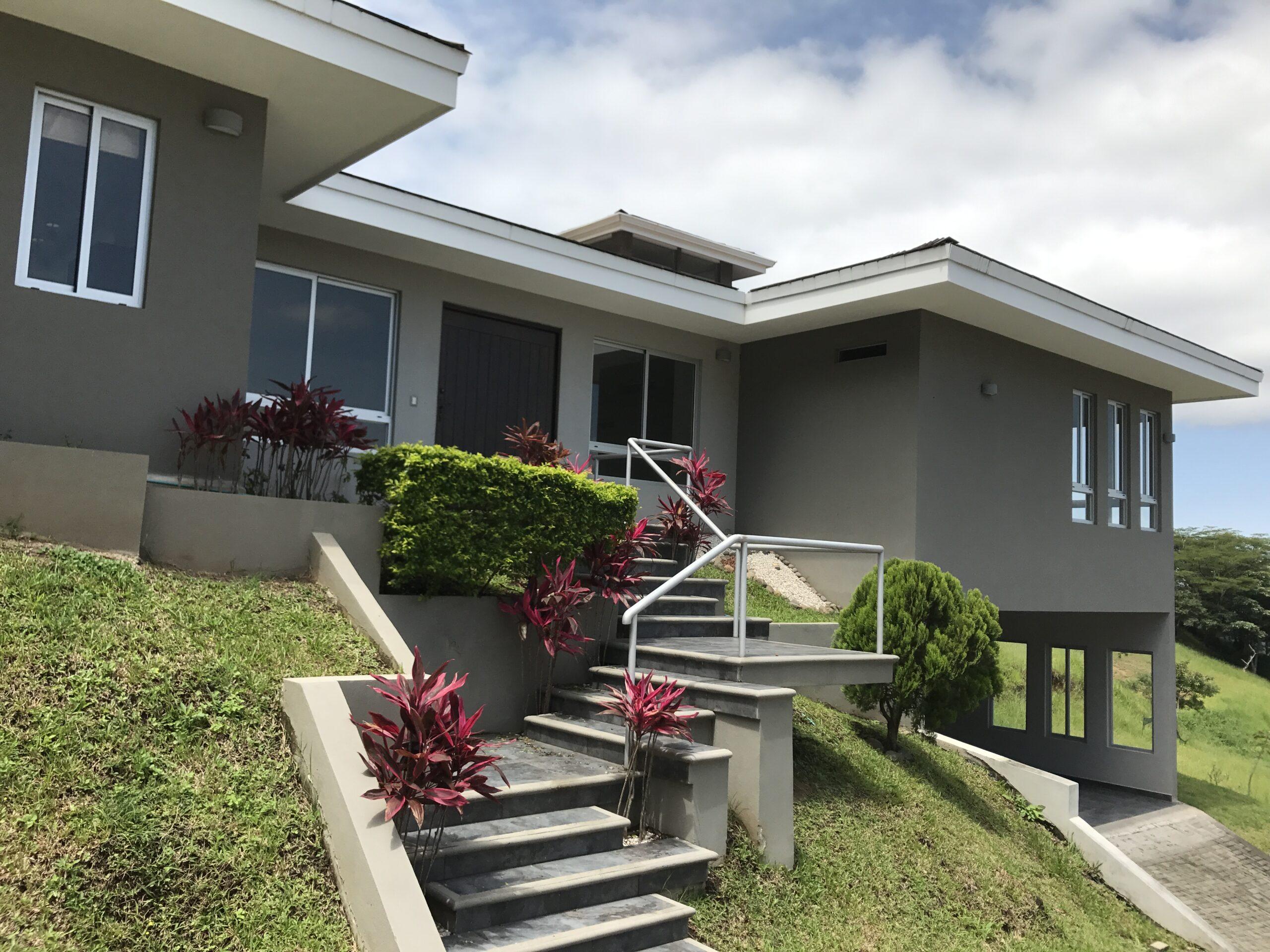 Venta de casa en Condominio Cerro Colon