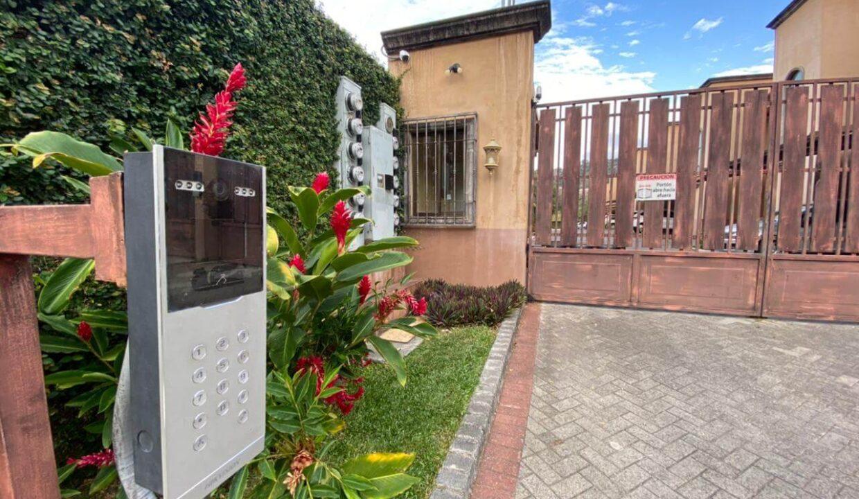 alquiler-casa-en-condominio-cantabria-santa-ana-centro-premier-propiedades (1)