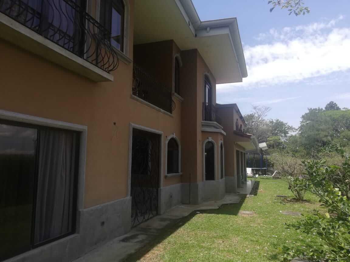 Venta de casa en Residencial Hacienda Los Reyes