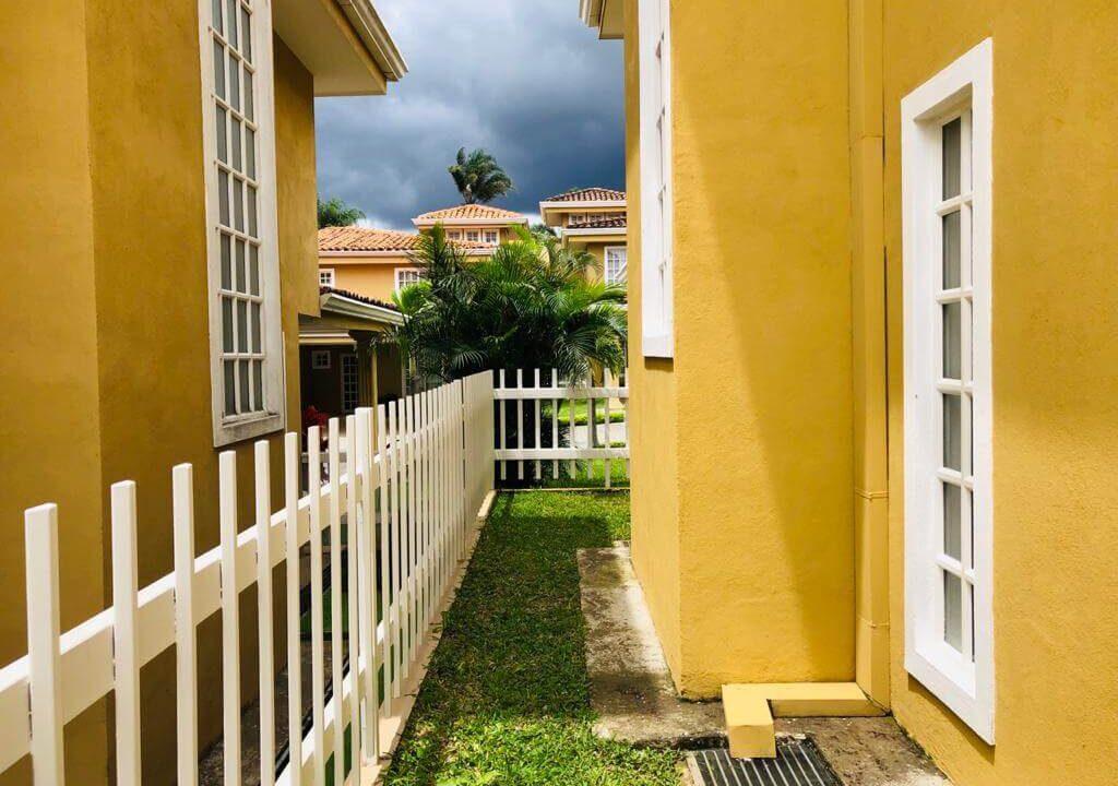 Alquiler-de-casa-Condominio-Villa-Escazú-Colonial-Guachipelín-premier-propiedades (1)