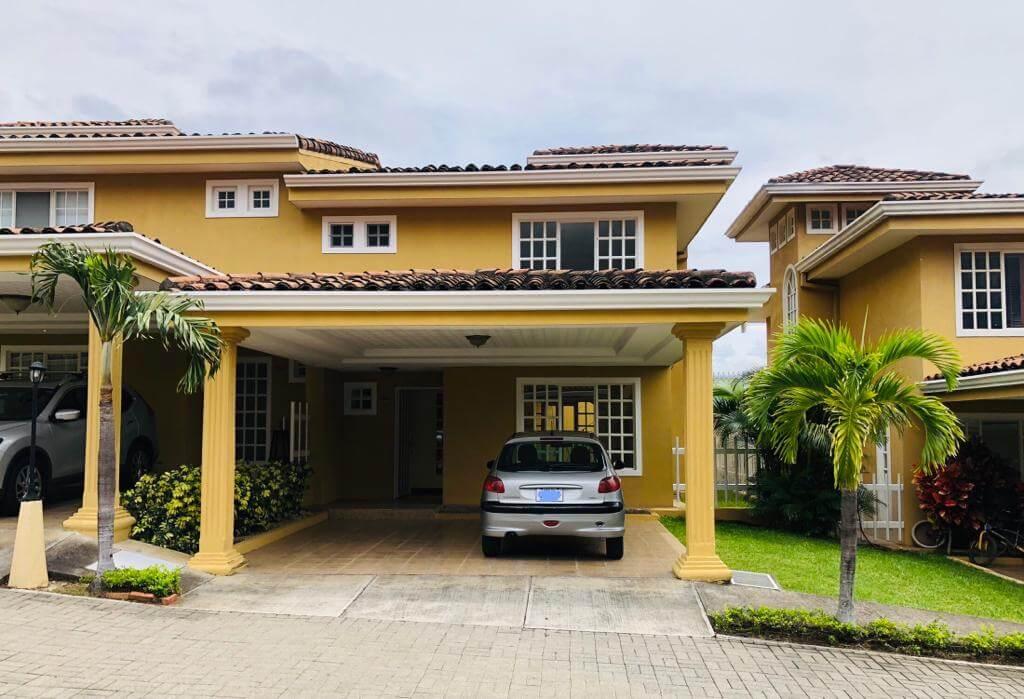Alquiler-de-casa-Condominio-Villa-Escazú-Colonial-Guachipelín-premier-propiedades (2)