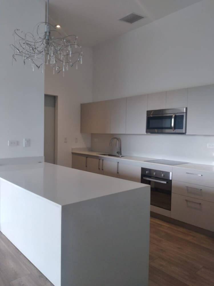 Alquiler apartamento moderno en Condominio Lua Living, Brasil de Mora