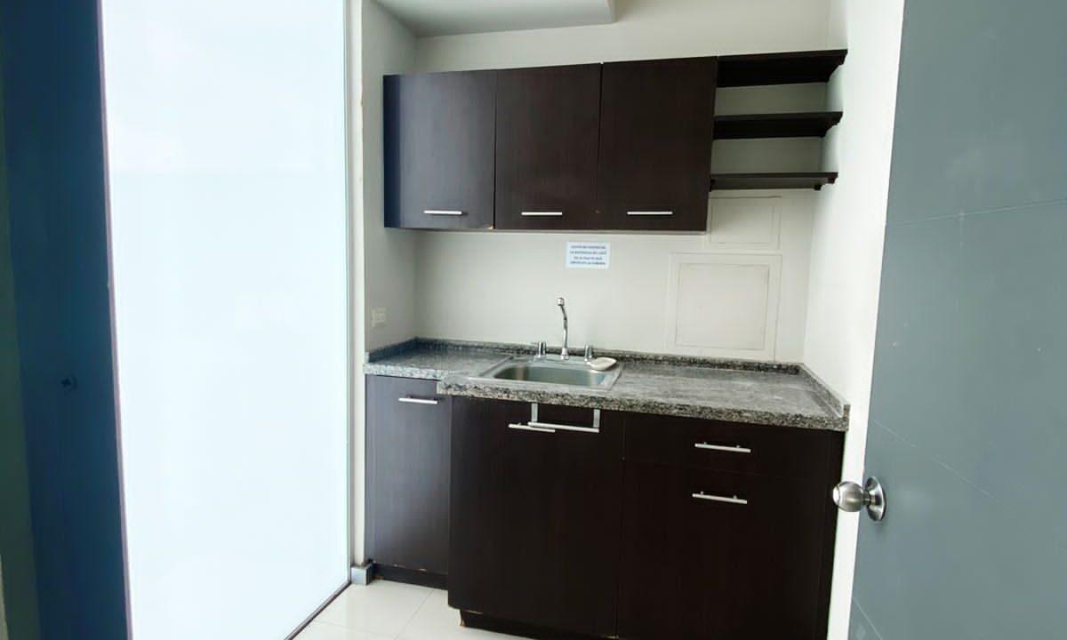 alquiler-oficina-oficentro-santa-ana-premier-propiedades (1)