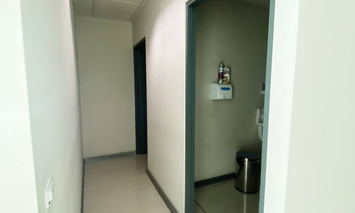alquiler-oficina-oficentro-santa-ana-premier-propiedades (12)