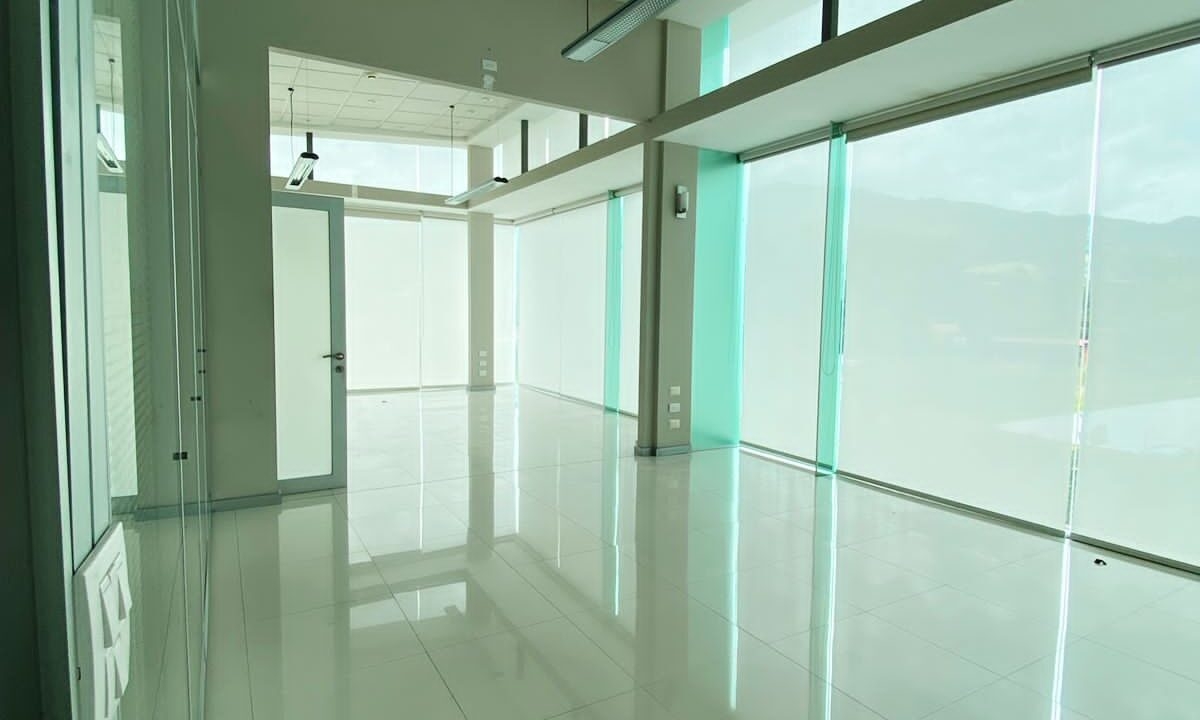 alquiler-oficina-oficentro-santa-ana-premier-propiedades (13)