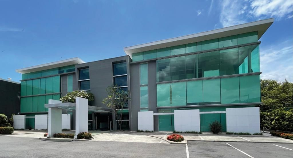 alquiler-oficina-oficentro-santa-ana-premier-propiedades (3)