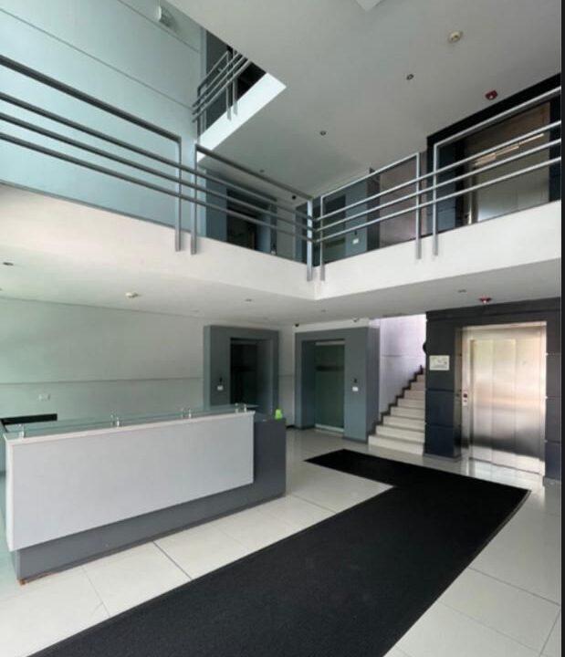 alquiler-oficina-oficentro-santa-ana-premier-propiedades (4)