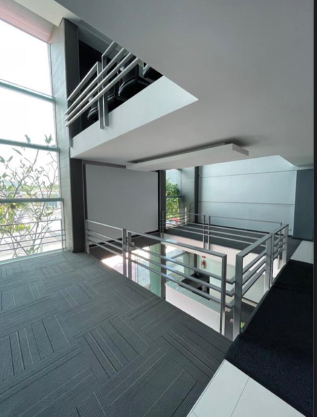 Alquiler de Oficina en Oficentro en Santa Ana de 95.m2