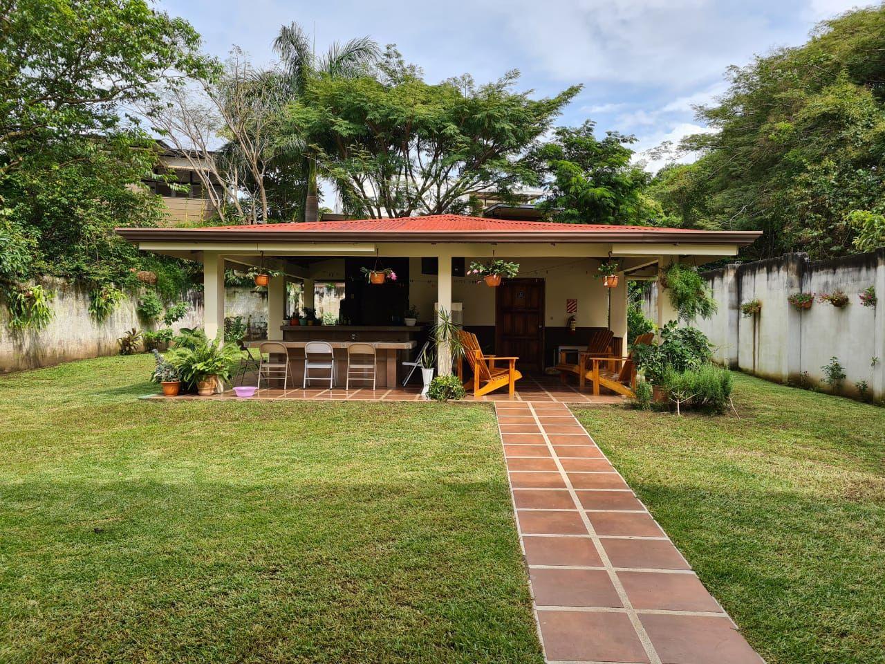 Hermosa y muy espaciosa Casa en Venta en Pozos de Santa Ana