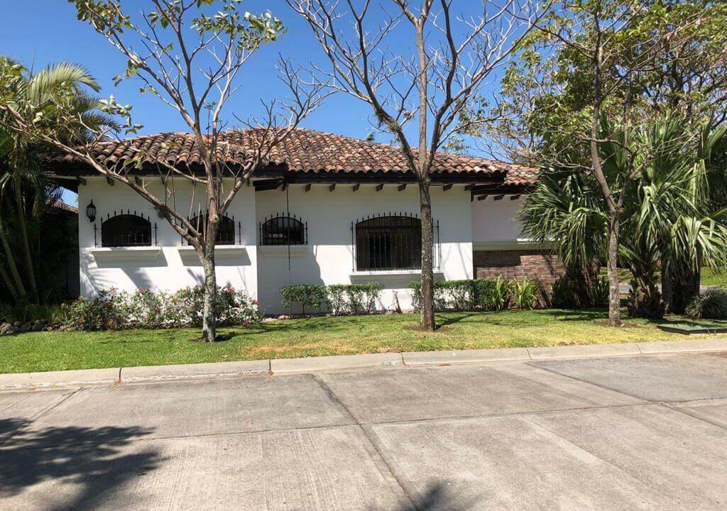 venta-de-casa-codominio-posada-del-sol-lindora-santa-ana-premier-propiedades (1)