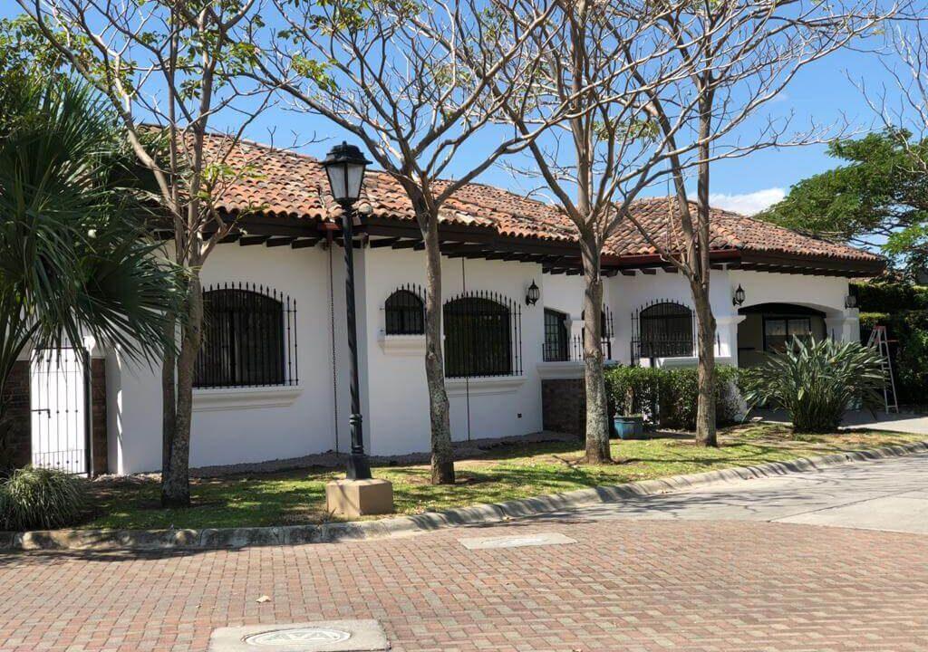 venta-de-casas-en-lindora-santa-ana-condominio-posada-del sol-premier-propiedades (1)
